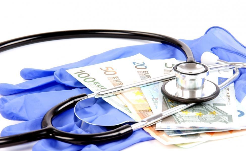 Pharmaunternehmen bezahlen also die Verträge der Ärzte. Halt an der Statale