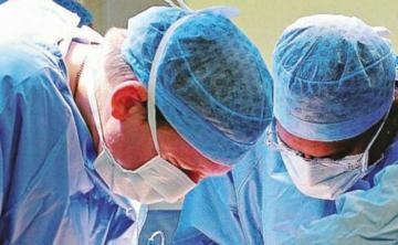 Stents implantés avec des médicaments périmés chez les patients: l'ancien primaire condamné à 7 ans