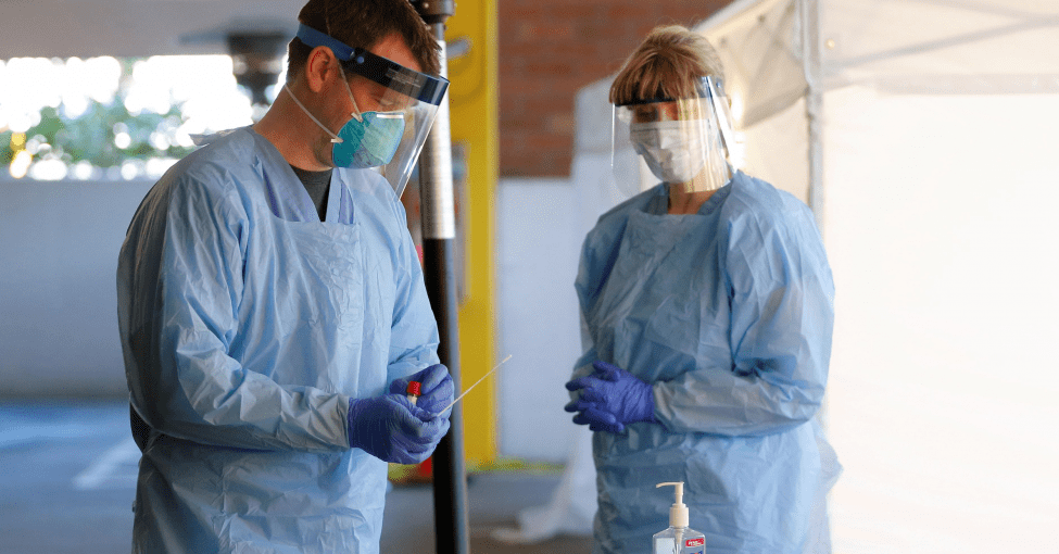 ככל שהלחץ לחיסון נגד וירוס עולה, מדענים דנים בסיכונים של בדיקות מואצות